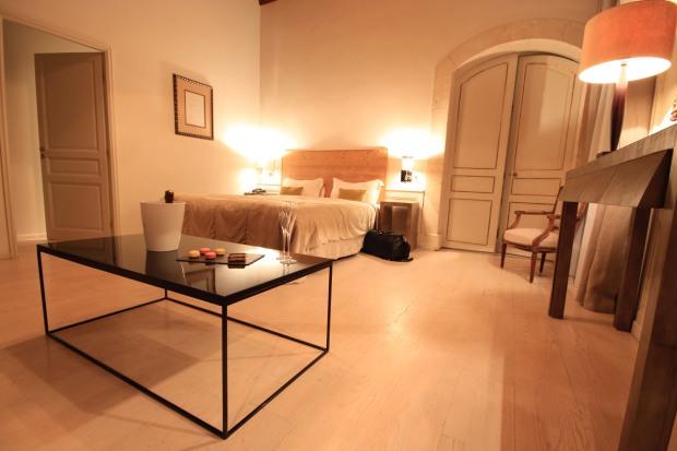 suite-soir-acceuil-chateau-de-massillan-mademoiselle-travel