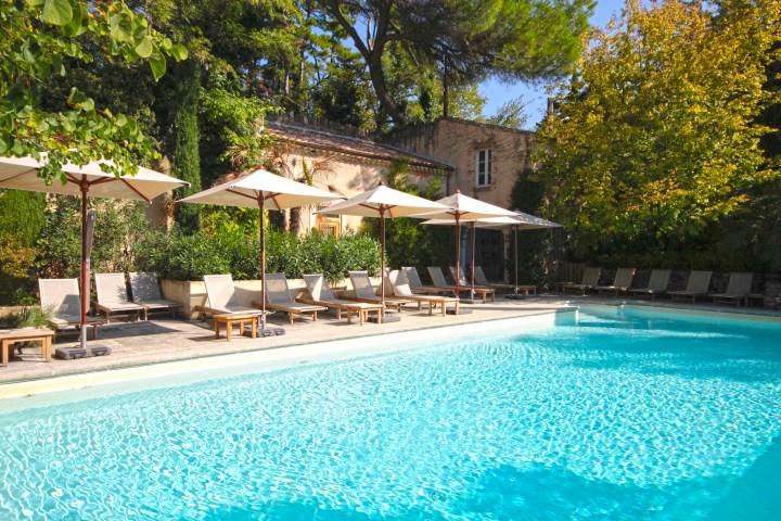 piscine - chateau de massillan - mademoiselle travel .jpg