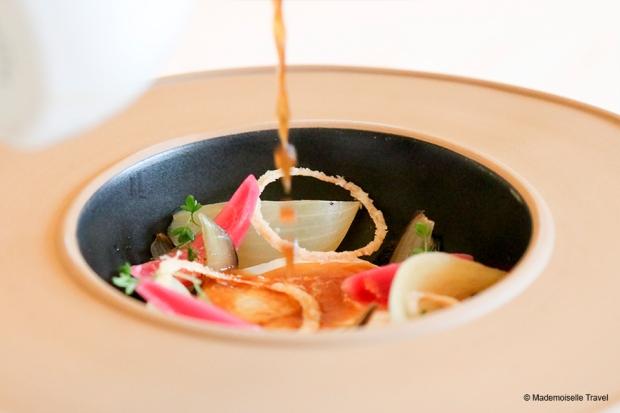 chateau-du-boisiniar-poisson-basse-temperature-version-soupe-a-l'onion--chef-valentin-morice