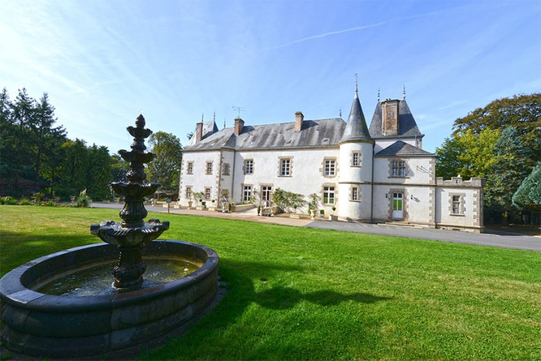 facade-chateau-du-boisniard---mademoiselle-travel-blog