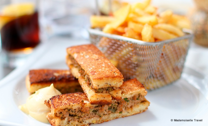 brasserie-la-place-chantilly-burger-mademoiselle-travel