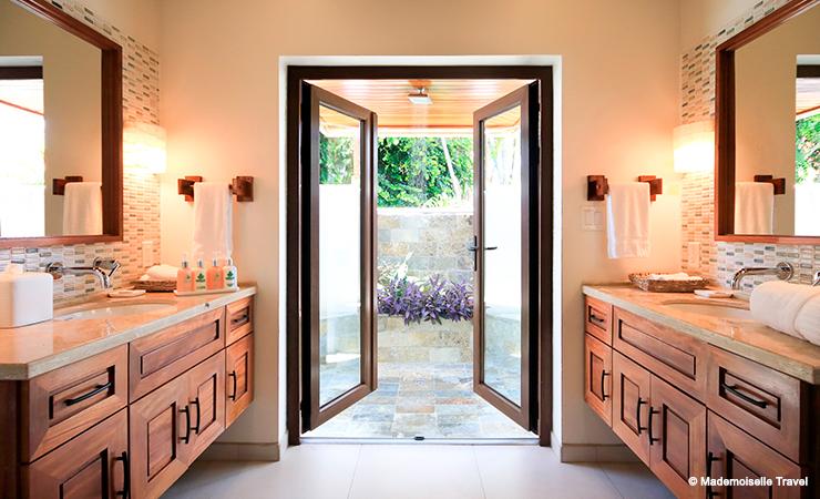 naia-resort-chambre-beach-front-salle-de-bain-mademoiselle-travel