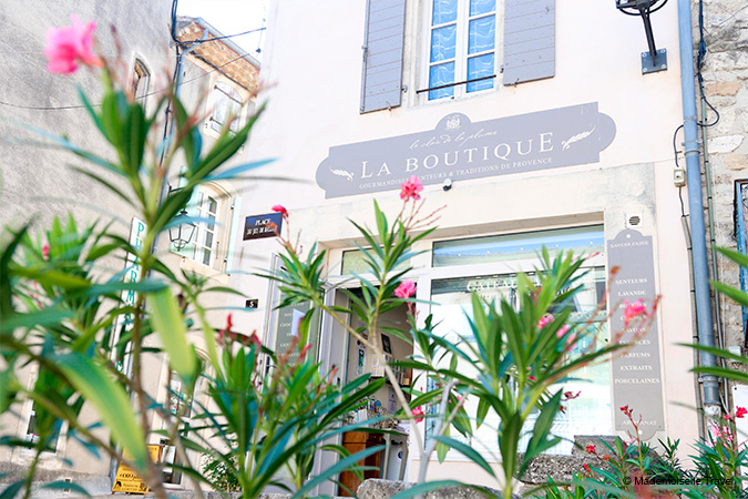 Boutique-Mademoiselle-Travel-Le-Clair-de-la-Plume