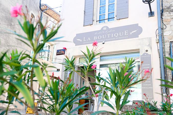 Boutique-Mademoiselle-Travel-Le-Clair-de-la-Plume