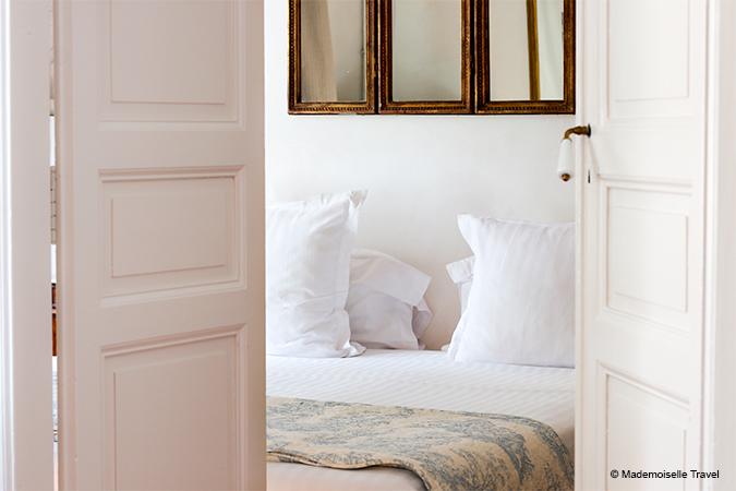 chambre-clair-de-la-plume-mademoiselle-travel